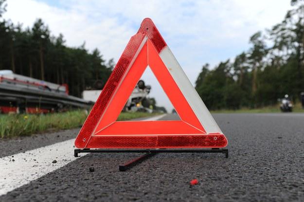 Droga po wypadku jest zablokowana /Marcin Bielecki /PAP