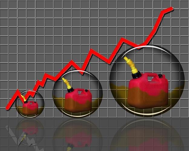 Droga ropa może pobudzić inflację /©123RF/PICSEL