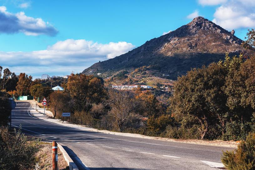 Droga z Rondy do Gaucin jest jedną z najlepszych tras widokowych w Andaluzji /Adobe Stock