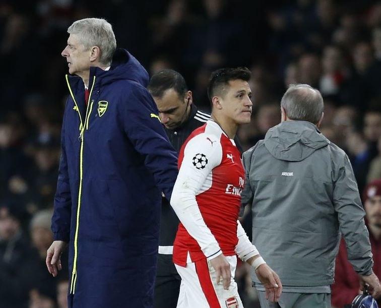 Drogi Arsene'a Wengera i Alexisa Sancheza rozejdą się już latem? /AFP
