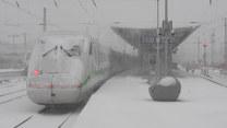 Drogi i tory kolejowe zasypane śniegiem. Niemcy walczą ze skutkami śnieżyc