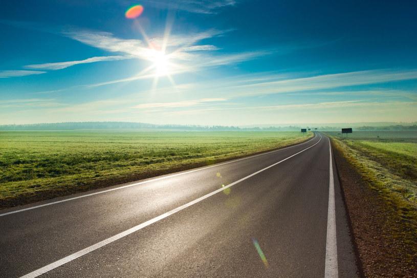 Drogi, które zasilają miasta mogą już wkrótce być normą /123RF/PICSEL