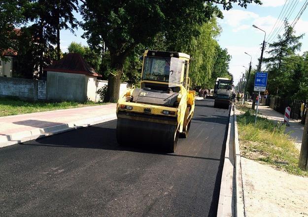 Drogi lokalne wciąż w większości są w złym stanie / Fot: Tomasz Barański /Reporter