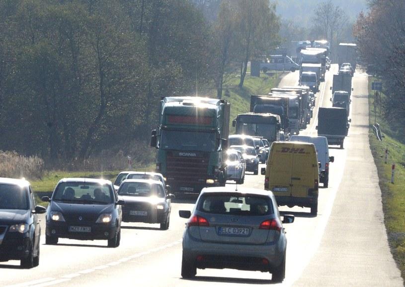 Drogowcy policzą samochody /Piotr Kamionka /Reporter