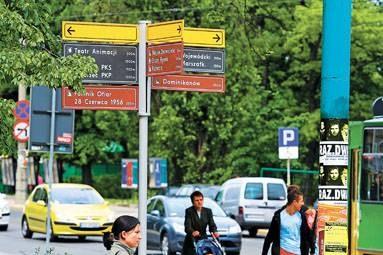 Drogowskazy turystyczne wskazują drogę do ciekawych miejsc... / fot. M. Zakrzewski /EchoMiasta_Poznań
