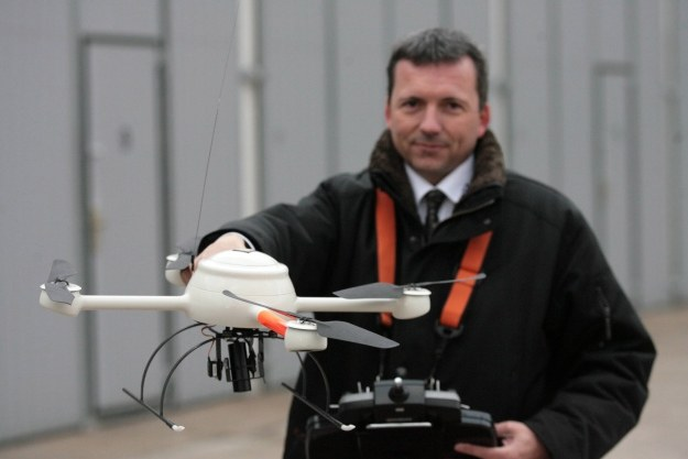 Dron policyjny /AFP