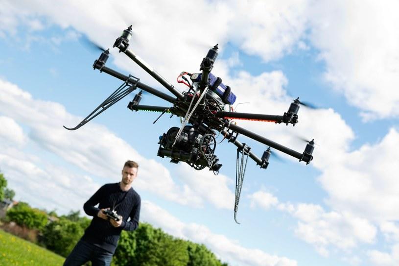 Dron - to już nie zabawka, ale urządzenie będące w stanie pomóc ludziom /123RF/PICSEL