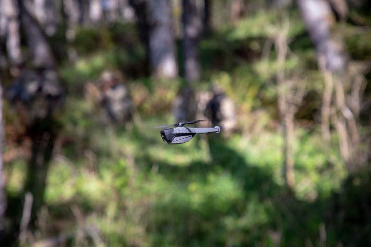 Dron waży 33 gramy /materiały prasowe