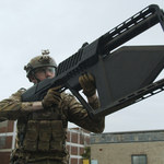 DroneGun Tactical - karabin do przechwytywania dronów