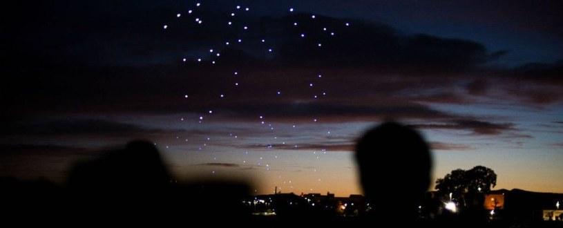 Drony na nocnym niebie Kolorado /materiały prasowe