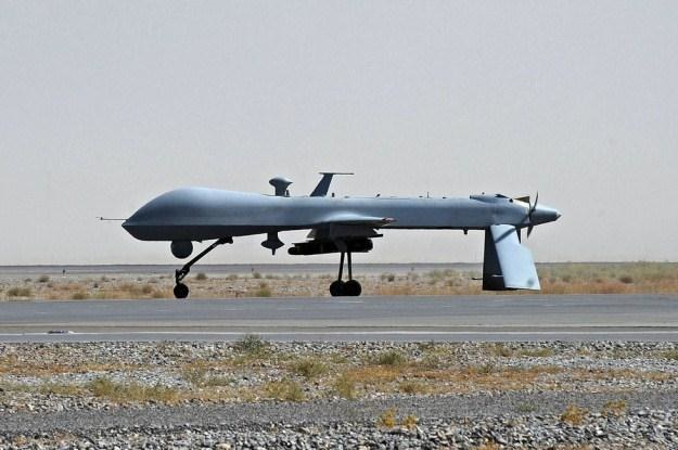 Drony walczą na razie z terrorystami. Będą wkrótce z kierowcami? /AFP