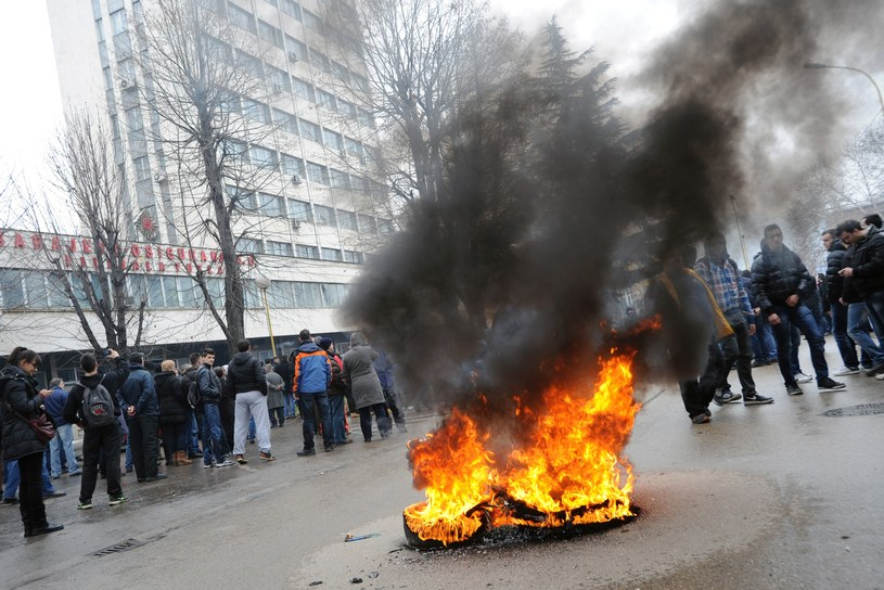 Drugi dzień protestów w Tuzli przeciwko bezrobociu i bezczynności władz. /AFP