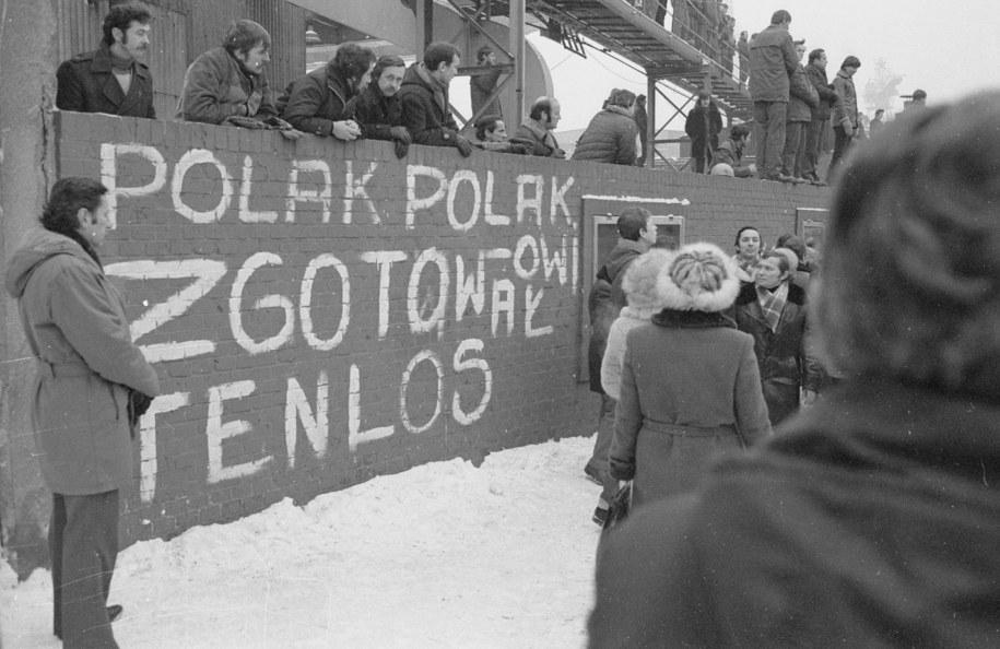 Drugi dzień stanu wojennego w Stoczni Szczecińskiej /Jerzy Undro /PAP