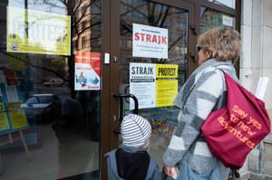Drugi dzień strajku nauczycieli. Na żywo