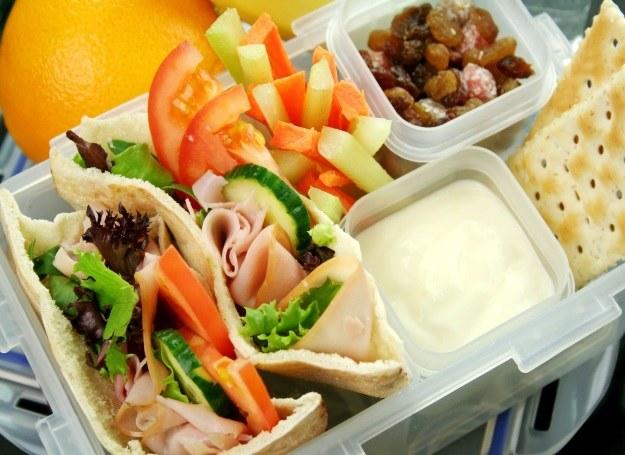 Drugie śniadanie w formie wygodnego lunchboxa? Polecamy! /123RF/PICSEL