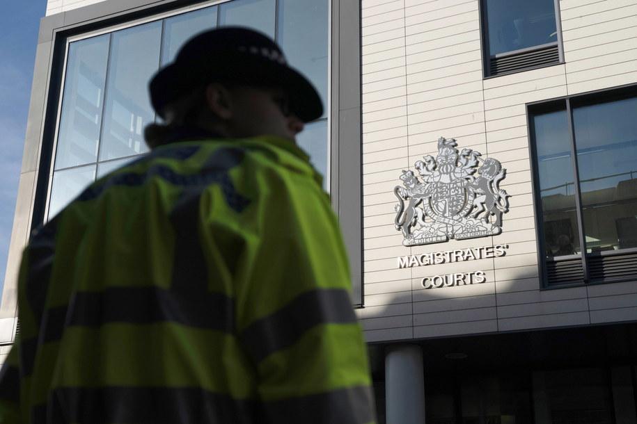 Drugiemu mężczyźnie postawiono zarzuty zabójstwa w związku ze śmiercią 39 osób, których ciała znaleziono w kontenerze ciężarówki w parku przemysłowym w południowo-wschodniej Anglii - podała w piątek brytyjska policja. /WILL OLIVER  /PAP/EPA
