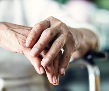 Drżenie rąk: Niepokojące objawy i schorzenia