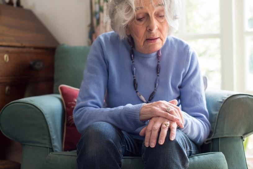 Drżenie to oznaka choroby Parkinsona /©123RF/PICSEL