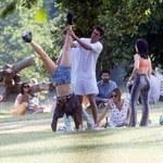 Dua Lipa obściskuje się z chłopakiem w parku