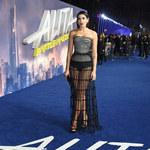 Dua Lipa w prześwitującej spódnicy na premierze!