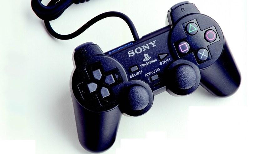 DualShock 2 - druga generacja kultowego kontrolera /materiały prasowe