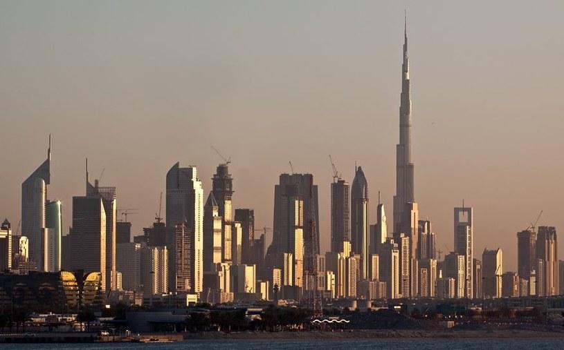 Dubaj stawia na odnawialne źródła energii /123RF/PICSEL