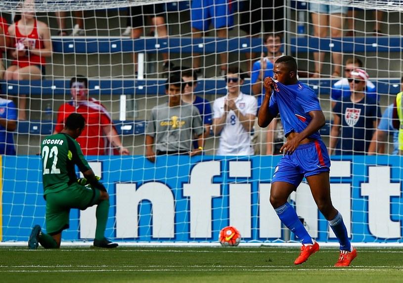 Duckens Nazon cieszy się z gola dla Haiti w meczu z Hondurasem /AFP