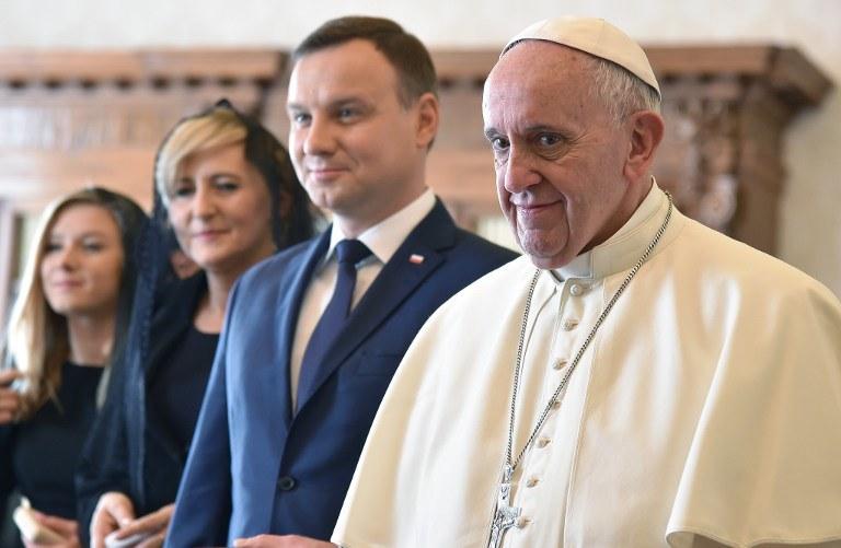 Duda z rodziną w Watykanie /AFP