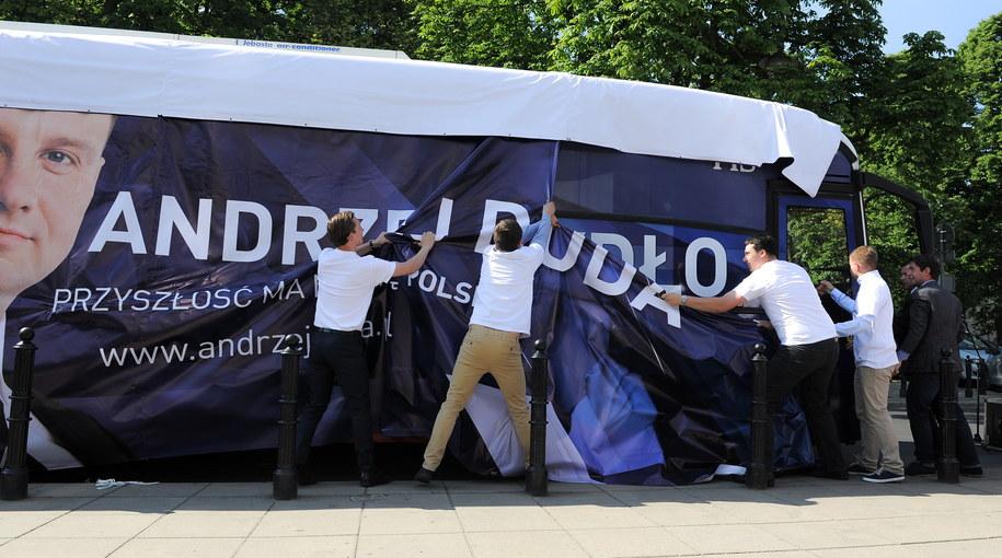 Dudabus zmienia się w Szydłobus /Marcin Obara /PAP