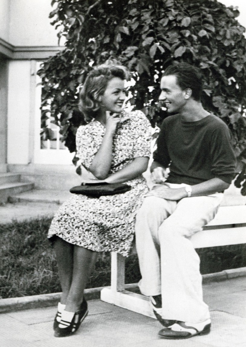 """""""Dudek"""" z Ireną Malcużynską (z domu Szymkiewicz) podczas wakacji na Helu w 1939 roku /Kolekcja Karol Malcużyński /East News"""
