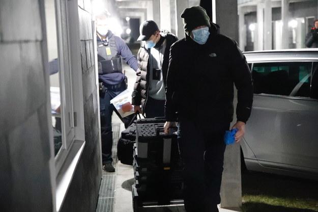 Duńska policja podczas przeszukania w Holbaek /presse-fotos.dk /PAP/EPA