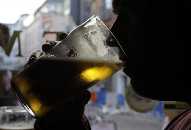 Duński Carlsberg wprowadził 1 kwietnia zakaz picia piwa w pracy /AFP