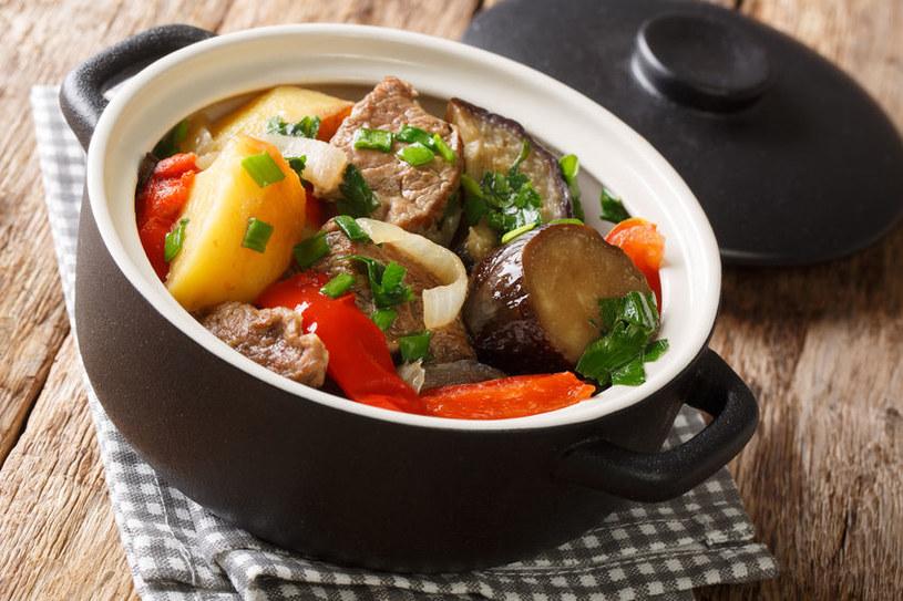 Duszona baranina z warzywami (czanachi) /123RF/PICSEL