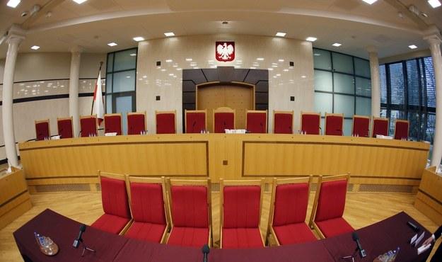 Duża sala rozpraw w Trybunale Konstytucyjnym w Warszawie / Tomasz Gzell    /PAP