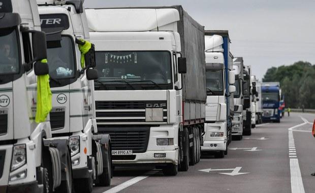 Duże kolejki na wschodniej granicy. Kierowcy ciężarówek czekają nawet 21 godzin