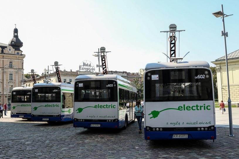 Dużo autobusów elektrycznych jeździ dziś po Krakowie /Jan Graczyński /East News