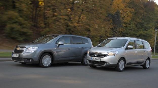 """Dużo blachy, niskie szyby i wielki grill – Orlando wygląda """"po amerykańsku"""". Dacia ma nieproporcjonalnie małe koła, ale też prezentuje się zupełnie nieźle. /Motor"""