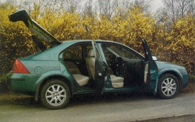 Dużo miejsca w środku, wielkie tylne drzwi. Pięciodrzwiowe Mondeo to zdecydowanie najatrakcyjniejsza wersja nadwoziowa tego auta. /Motor