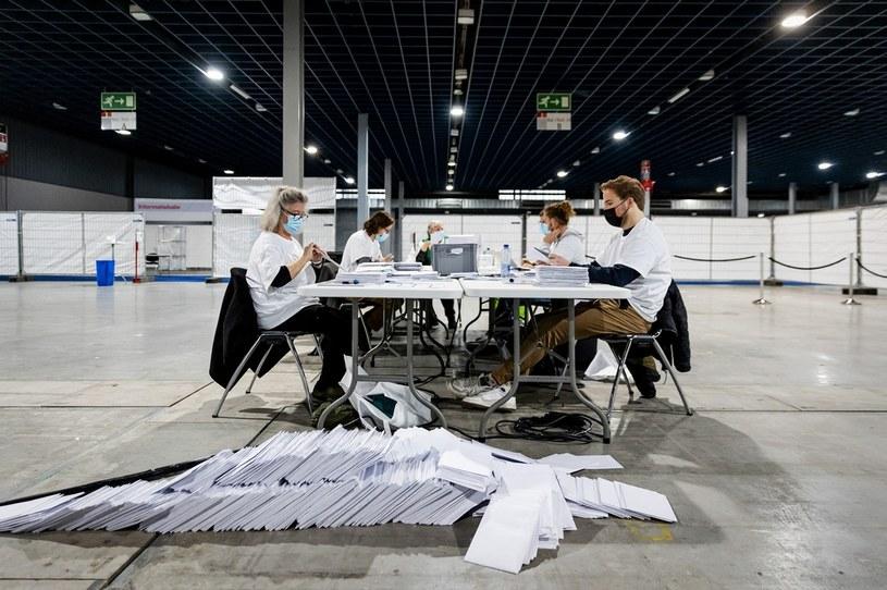 Dużo nieważnych głosów podczas wyborów w Holandii /ROBIN VAN LONKHUIJSEN / ANP  /AFP