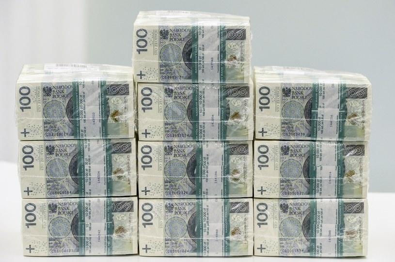 Dużo pieniędzy /- /East News