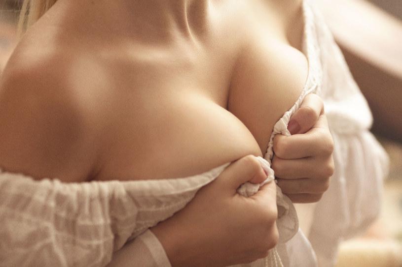 Duży biust to często... duży problem. Jak o niego dbać, by wyglądał pięknie? /123RF/PICSEL