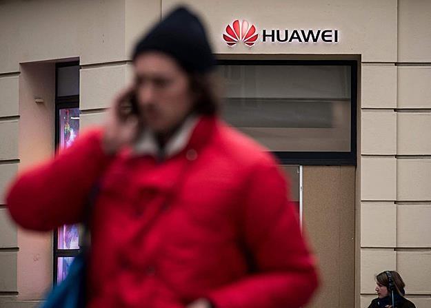 Duzy przetarg w Polsce został ustawiony pod Huawei? /AFP