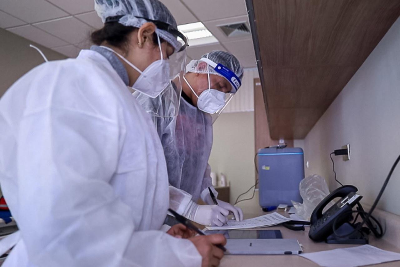 Duży spadek liczby zachorowań na koronawirusa. Zrobiono bardzo mało testów [NOWE DANE]