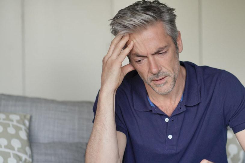 Duży stres też może powodować bóle głowy /123RF/PICSEL