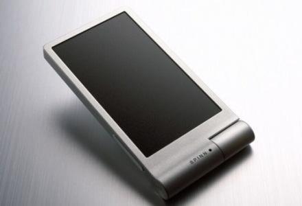 Duży wyświetlacz i technologia OLED - SPINN bez wątpienia zaskakuje pozytywnie /materiały prasowe
