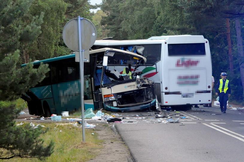 Dwa autokary i bus zderzyły się w Dźwirzynie w niedzielę 5 lipca br. /Marcin Bielecki   /PAP