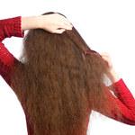 Dwa domowe sposoby na pielęgnację suchych włosów zimą