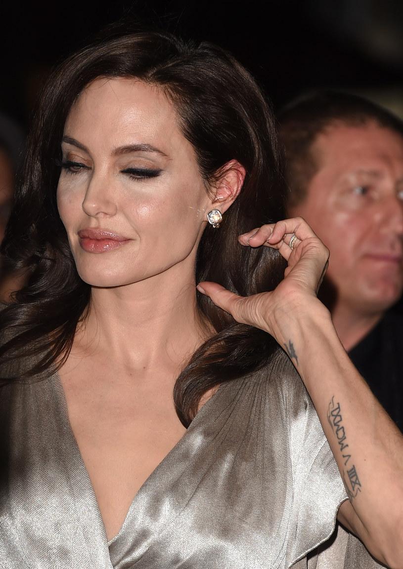Dwa lata temu Angelina Jolie usunęła obie piersi /Jason Merritt /Getty Images