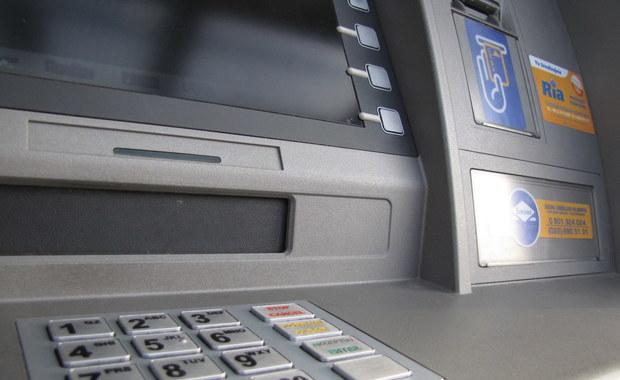 Dwa nocne napady na bankomaty. Oficjalnie policja nie łączy obu kradzieży