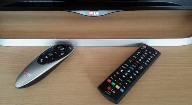 Dwa piloty - standardowe rozwiązanie znane z innych telewizorów LG /INTERIA.PL